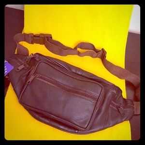 🆕 ONLY 1! Stone Mountain Unisex Leather Belt Bag